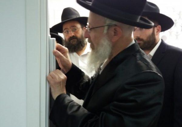 רבני קהילת ויז'ניץ באלעד והנהלת המסודות בביקור ב'בוני עולם'